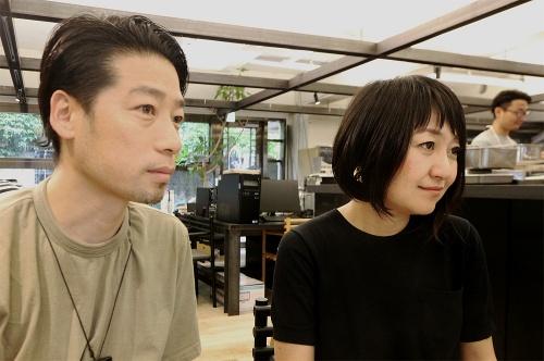 左がサポーズデザインオフィス共同代表の谷尻誠氏、右が同・吉田愛氏(写真:日経アーキテクチュア)