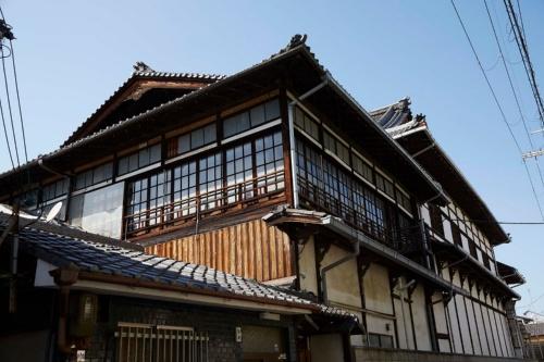 現在の歌舞練場。築100年を超え、近年は修繕に苦労してきた(写真:NTT都市開発)