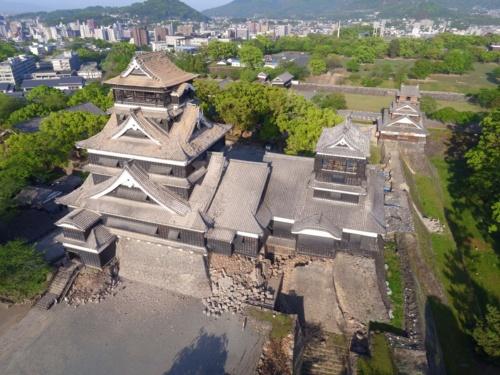 熊本地震直後の熊本城の大天守(写真:熊本市)