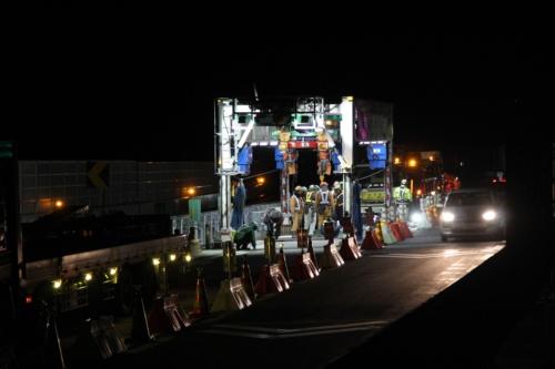 弓振川橋工事の現場。夜間の様子(写真:大林組)