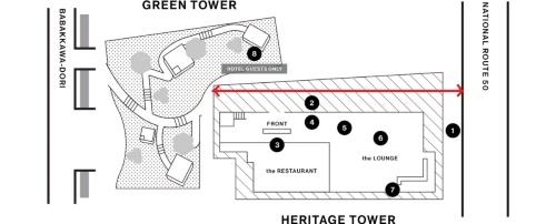 白井屋ホテルの全体像。交通量が多い国道50号に面するのが既存棟、水路がある馬場川通りに接するのが新棟。赤い矢印が既存棟と新棟を結ぶために設けた通路。図中の数字は主要なアートの展示位置(資料:白井屋ホテル、矢印は日経クロステックが追加)