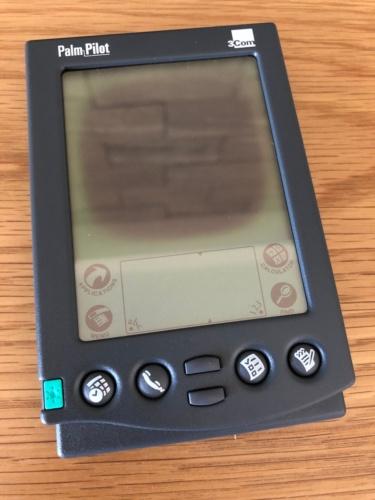 Palm Pilot。秋葉原モバイルプラザ古川氏の協力を得て撮影。パッケージの色はProfessionalは青