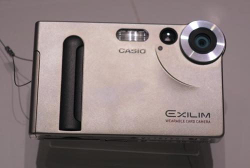 カードサイズの薄型デジタルカメラ「EXILIM EX-S1」
