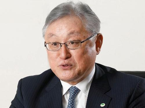 インタビューに応じる日立の東原敏昭社長