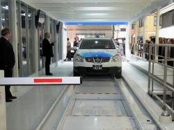 図4 米Better Placeの日本法人が2010年に公開した電池交換式タクシーのデモ(撮影:編集部)