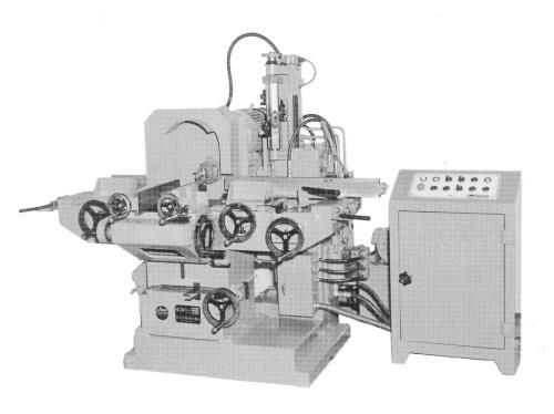 宮川工機が1976年に開発した、初期のプレカット機「MHF型自動仕口加工盤」(写真:宮川工機)
