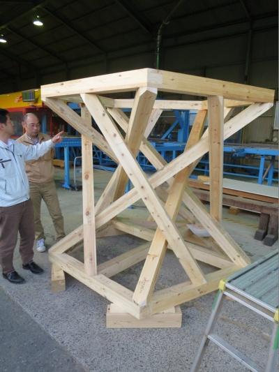 防秋産業において、「K2」で加工した木造模型(写真:原田 浩司)