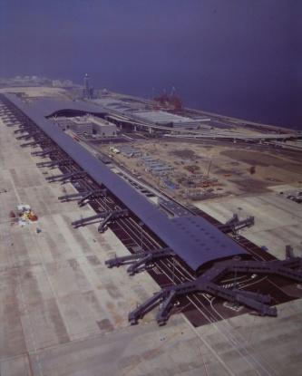 東側上空から見た全景(写真:三島 叡)