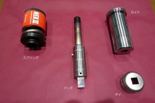 図2 T876工場で生産する小径のパンチング金型部品