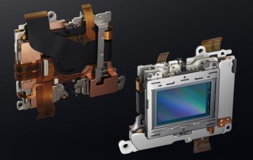 Zシリーズの画像センサーとその背後に装着される手ブレ補正ユニット