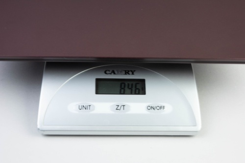 LAVIE Pro Mobileの重量をキッチンスケールで計測してみると846グラムだった