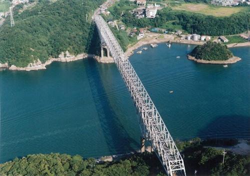 1966年に完成した天門橋。同橋の左側に並行するように新しい橋を架けた(写真:熊本県)