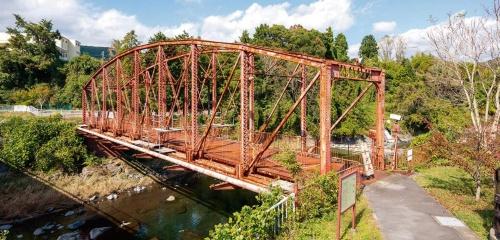 復元工事に着手する前の森村橋(既設トラス橋)。1906年に架設された。2018年10月撮影(写真:大村 拓也)