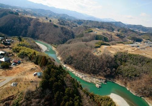 天竜川左岸上流側から見た架設前の渓谷(写真:国土交通省飯田国道事務所)