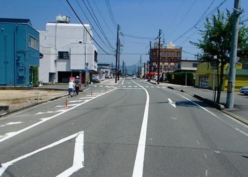改修前の街路(写真:防府市)