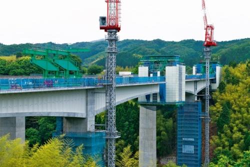 橋長は259m、最大支間長は121m、最大の桁高は7m。撮影は2021年5月26日(写真:生田 将人)