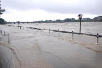 2018年7月6日、西日本豪雨で越水した渡月橋付近の桂川左岸