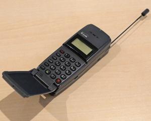デジタルムーバF(NTTドコモ、1993年)