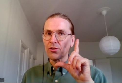 ビデオ会議で取材に応じるミッコ・ヒッポネン氏