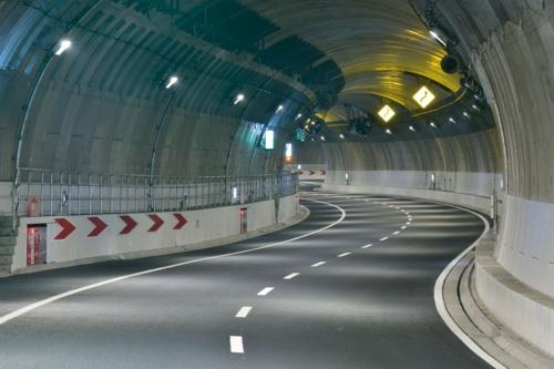 JR大崎駅付近。トンネルが山手通りの直下から目黒川の直下に移る区間で、線形が蛇行する(写真:大成建設JV)