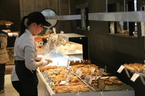千葉県松戸市にある石窯パン工房 サフラン新松戸店の店内の様子