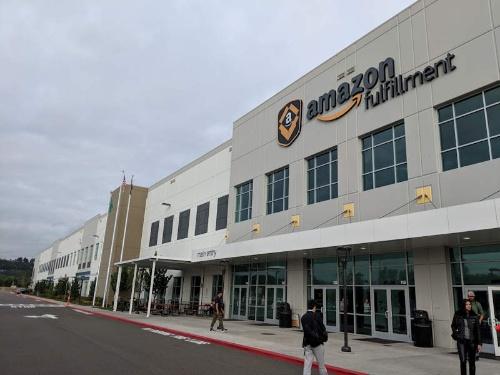シアトル・タコマ国際空港の近くにあるアマゾンのフルフィルメントセンター