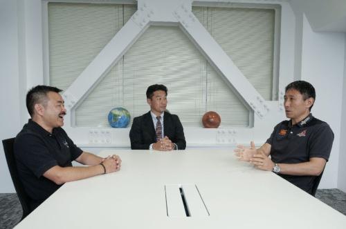 対談の様子。左から星出氏、神武氏、渡瀬氏