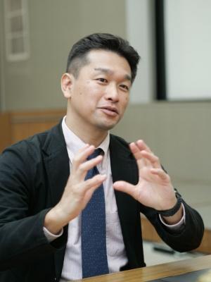 慶應義塾大学大学院システムデザイン・マネジメント(SDM)研究科教授の神武直彦氏。同氏もJAXA出身で、高精度測位のラグビーへの適用をトップチームから大学、地域スポーツで実施している。他にも宇宙分野とスポーツ分野で、さまざまな取り組みをしている