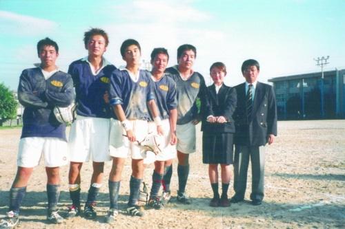 大阪府立北野高校ラグビー部時代の廣瀬氏(左から4番目)