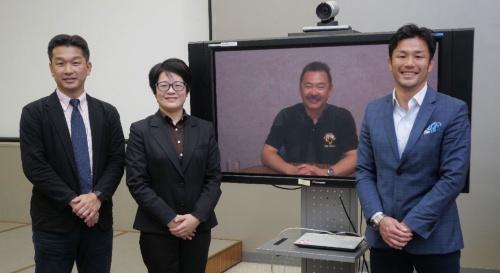 左から神武氏、前田氏、廣瀬氏。星出氏はテレビ会議でオブザーバーとして参加した。場所は茨城県つくば市にある、JAXAの筑波宇宙センター