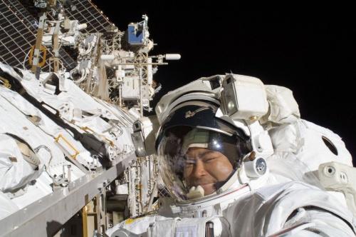 米国の船外活動(US EVA19)を行う星出彰彦宇宙飛行士
