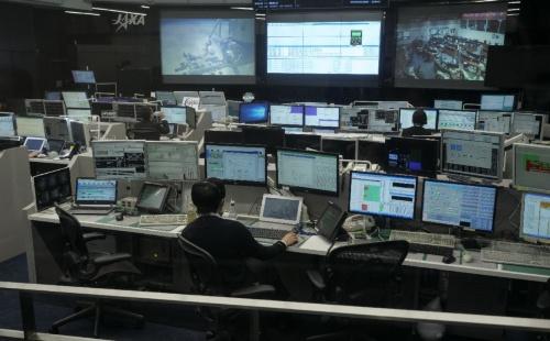 JAXAの筑波宇宙センターにある運用管制室