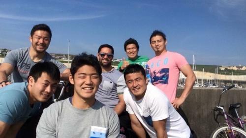 2015年4月にワールドカップの視察で、英国のブライトンを訪問した際のひとコマ。左の上が廣瀬氏