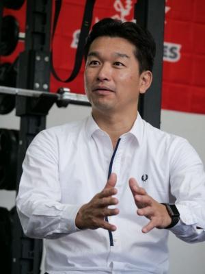 慶應義塾大学大学院システムデザイン・マネジメント(SDM)研究科教授の神武直彦氏。同氏もJAXA出身で、高精度測位のラグビーへの適用をトップチームから大学、地域スポーツで実施している