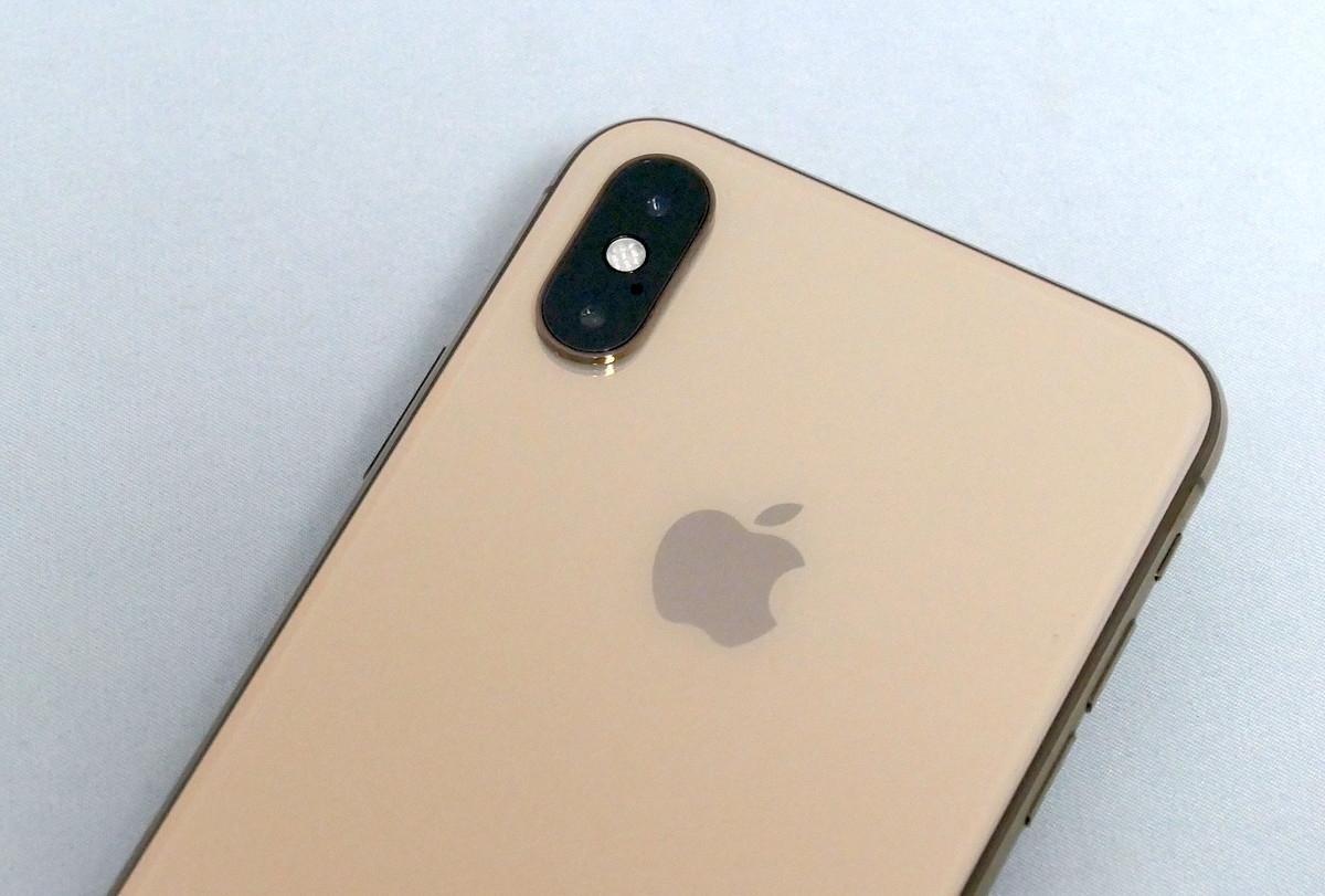 iPhone XS、12Mピクセルのデュアルカメラ(広角と望遠)を搭載。レンズの絞り値は広角がF1.8、望遠はF2.4 (撮影:村元 正剛、以下同じ)