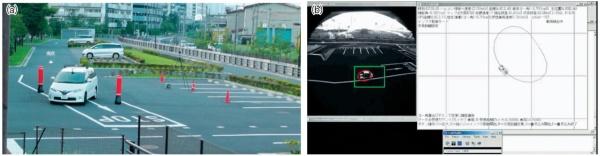 慶応大学のインフラ誘導型自動運転システム。同大学教授の大前学氏の研究成果。(a)は、建物上に設置したカメラで小型車両を認識して、周回路を走行するように誘導する様子。(b)は地上に設置したレーザーレーダーで自動車を認識して、障害物を避けるように誘導している。大前氏は、長年の遠隔制御の研究に基づいて、遅延時間の目安などを提唱している。(出所:慶応大学)