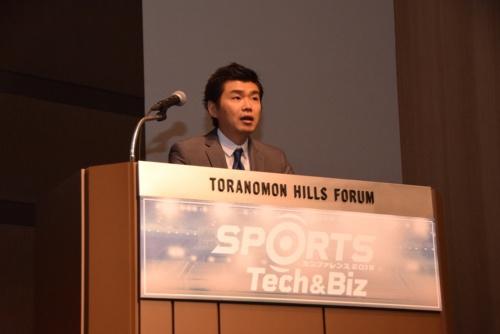 ミクシィ代表取締役社長執行役員の木村弘毅氏。電気設備会社、携帯コンテンツ会社等を経て、2008年株式会社ミクシィに入社。ゲーム事業部にて「サンシャイン牧場」など多くのコミュニケーションゲームの運用コンサルティングを担当。その後モンスターストライクプロジェクトを立ち上げる。2014年11月、執行役員就任。2015年6月、取締役就任。2018年4月、執行役員スポーツ領域担当就任。(現任)同年6月、代表取締役就任