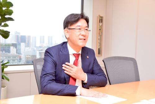 いちご株式会社代表執行役社長の長谷川拓磨氏。フジタを経て2002年にアセット・マネジャーズ(現・いちご)に入社。ファンド事業、開発事業全般に従事し、不動産部門全体の責任者を歴任。2011年1月より、いちご地所を立ち上げ、マーケットにおいて、活況な中小規模不動産を活用した新規ビジネスを主として取り組む。また、これまでの開発経験を活かし、底地を活用したビジネスも展開。2015年5月にいちごの代表執行役社長に就任