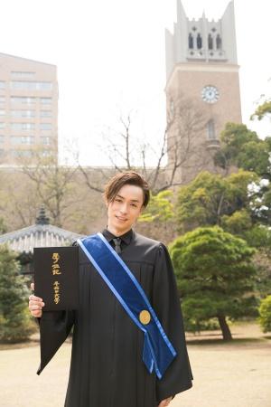 早稲田大学大学院修了時の1コマ