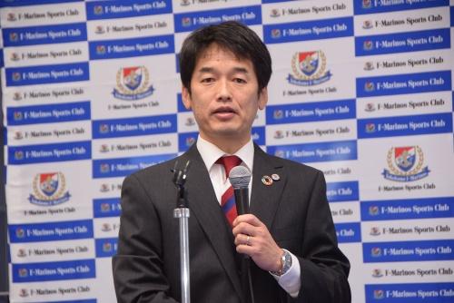 一般社団法人F・マリノススポーツクラブの代表理事に就任する宮本功氏。Jリーグのセレッソ大阪でプレー。現役引退後、セレッソ大阪のフロントに入り、総合型地域スポーツクラブ・一般社団法人セレッソ大阪スポーツクラブの設立などに従事。2020年にセレッソを退任後、横浜F・マリノスのチーム統括本部アカデミー戦略室室長に就任、現在に至る