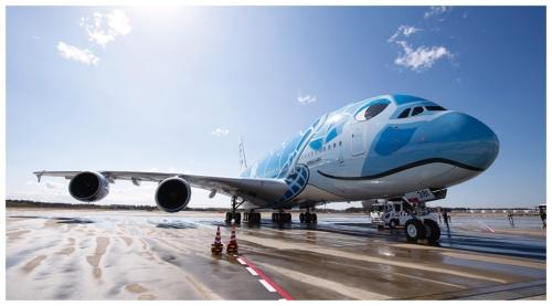 A380は客室が広いうえ2層に分かれているため、最初の試験導入対象とした(写真:的野 弘路)