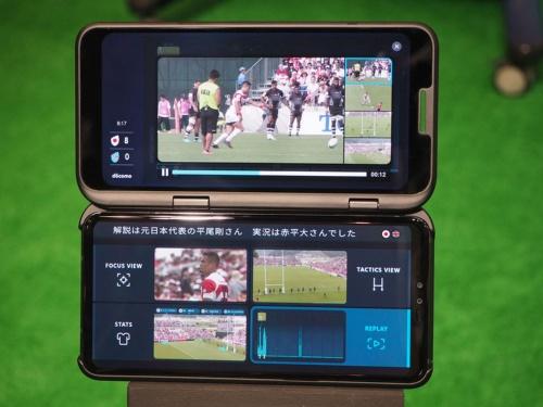NTTドコモが5Gのプレサービス用に提供しているスマートフォン。2枚のディスプレーを搭載していることから、LGエレクトロニクスの2画面対応スマートフォンをベースにしたものとみられる。写真は2019年9月18日のNTTドコモ・5Gプレサービス発表会より(筆者撮影)