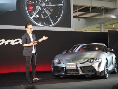 図2 スープラを発表するトヨタの副社長でGAZOO Racing Companyのプレジデントを務める友山茂樹氏