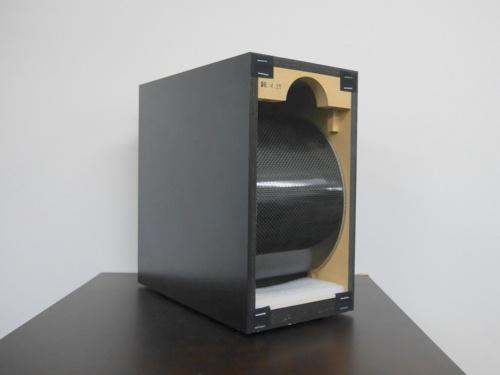 ミライスピーカーの構造、湾曲させた振動板から音を出す。