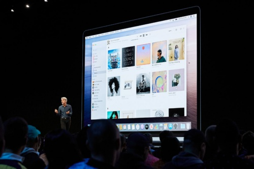 スクリーンに映っている「Music」アプリのメニューやサイドバーに「iTunes Store」の文字を見つけることができなかった