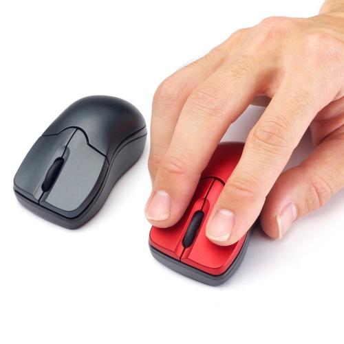 サイズは幅41×奥行き78×高さ33ミリでかなり小型。左右にくぼみがあり、写真のように親指と薬指でつかみやすい
