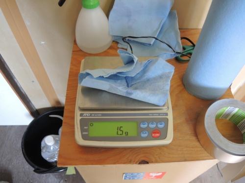 〔写真2〕吸い取り紙の重量差が結露量