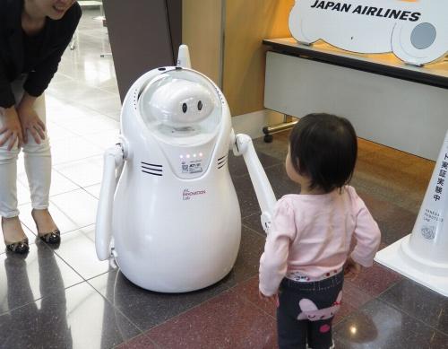 空港の案内用ロボ「JETくん」