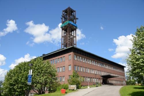 2014年に撮影した建て替え前の市庁舎。1962年に建設された(写真:武藤 聖一)