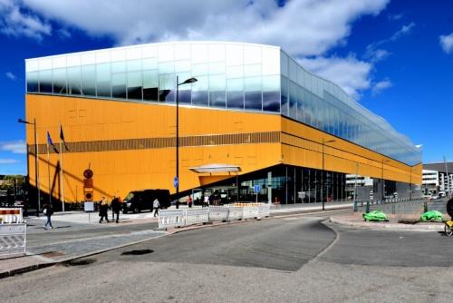 ヘルシンキ中央駅の西側で、駅から徒歩2分ほどに位置する。南北に細長い形状(写真:武藤 聖一)